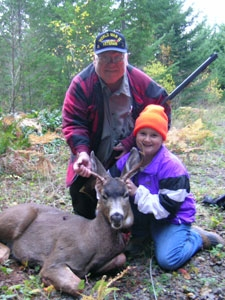 Maddy Donovan poses with a relative and a buck